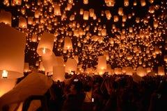 Festival do fogo de artifício das lanternas do céu, Chiangmai, Tailândia, Loy Krathong Foto de Stock