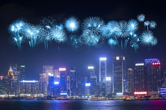 Festival dos fogos-de-artifício sobre a cidade de Hong Kong foto de stock royalty free