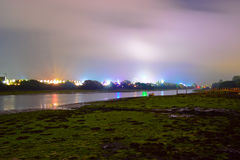 Festival e fiume dell'isola di Wight di notte Immagini Stock Libere da Diritti