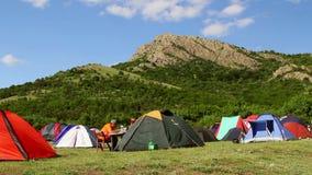 Festival ecológico del turismo, sitio para acampar (Timelapse) almacen de metraje de vídeo