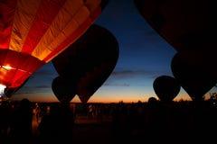 Festival för ballonger för varm luft i Pereslavl-Zalessky, Yaroslavl Oblast nattflyg i 16 juli 2016 Royaltyfri Fotografi