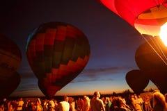 Festival för ballonger för varm luft i Pereslavl-Zalessky, Yaroslavl Oblast nattflyg i 16 juli 2016 Arkivfoton