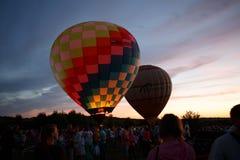 Festival för ballonger för varm luft i Pereslavl-Zalessky, Yaroslavl Oblast nattflyg i 16 juli 2016 Fotografering för Bildbyråer