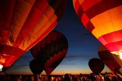 Festival för ballonger för varm luft i Pereslavl-Zalessky, Yaroslavl Oblast nattflyg i 16 juli 2016 Royaltyfri Foto
