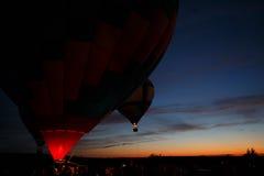 Festival för ballonger för varm luft i Pereslavl-Zalessky, Yaroslavl Oblast nattflyg i 16 juli 2016 Royaltyfria Bilder