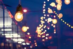 Festival för ljusgarneringhändelse och utomhus- julljus royaltyfria bilder