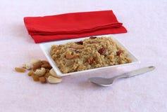 Festival indio del sur dulce de Pongal y comida vegetariana hechos usando el mijo del corral fotos de archivo libres de regalías