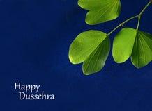 Festival indio Dussehra, mostrando la hoja de oro fotografía de archivo libre de regalías