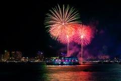 Festival internacional de los fuegos artificiales en la ciudad de Pattaya, Chonburi, tailandés Fotos de archivo libres de regalías