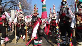 Festival internacional de los juegos Surva de la mascarada en Pernik almacen de metraje de vídeo
