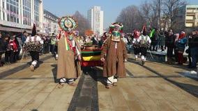 Festival internacional de los juegos Surva de la mascarada en Pernik almacen de video