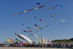 Festival international 2017 de cerf-volant - la concurrence acrobatique Image stock