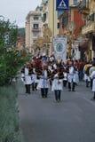 Festival italien de village avec le défilé Photographie stock