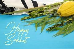 Festival judaico de Sukkot Símbolos tradicionais as quatro espécies: Etrog, lulav, hadas, arava fotos de stock