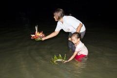 Festival Loy Krathong da água fotos de stock royalty free
