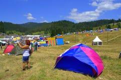 Festival nacional del folclore del sitio de Rozhen, Bulgaria Foto de archivo
