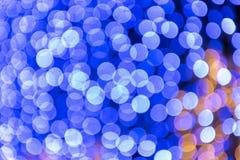 Festival- oder Karnevalszusammenfassungshintergrund mit bokeh defocused Lichtern und Sternen stockfotos