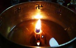 Festival piadoso de la llama de la luz de Diwali fotografía de archivo libre de regalías