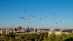 Festival quente do balão na exposição completa sobre a skyline de Boise mim Fotografia de Stock Royalty Free