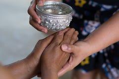 Festival tailandés Songkran (ceremonia de la bendición del agua de adultos) Imagen de archivo