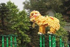 Festival tradicional chino amarillo Chinatown de la celebración del funcionamiento del baile del león Imagenes de archivo