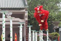 Festival tradicional chino rojo Chinatown de la celebración del funcionamiento del baile del león Foto de archivo libre de regalías