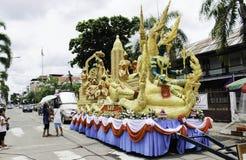 """Festival UBON RATCHATHANI, TAILANDIA de la vela - 2 de agosto: """"Las velas se tallan fuera de la cera, forma de arte tailandesa de Fotografía de archivo libre de regalías"""