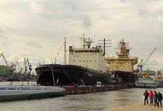 Festival van icebreakers in Heilige Petersburg, Rusland Icebreakers Mudyug en Heilige Petersburg Stock Afbeeldingen