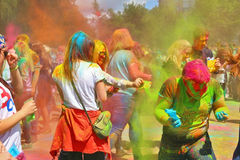 Festival van kleuren Holi in Tula, Rusland Stock Fotografie
