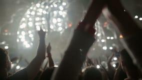 Festival van muziek Scène Android De de ventilatorsklap en dans stock video