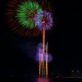 Festival variopinto del fuoco d'artificio nella celebrazione Fotografia Stock
