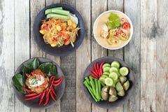 Festival vegetal chino como ensalada picante de la papaya con el vege mezclado imagenes de archivo