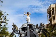 Festival 2019, via Carnaval, tema fantastico dei mondi, ritratto del limone di Menton dell'artista immagine stock libera da diritti