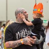 Festivaldeltagare på den internationella tatueringregeln för th 11 i denEXPO mitten av Krakow Royaltyfri Fotografi