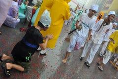 festivalen ståtar den phuket gatavegetarian Arkivfoton