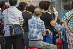 Festivaler för templet för Taiwan ` s, karnevalet, folkmassor, håller ögonen på showen fotografering för bildbyråer