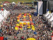 Festivalfolkmassa, festival för ballong för varm luft, QC Fotografering för Bildbyråer