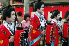 Festivalteilnehmer mit Laternen stockfoto