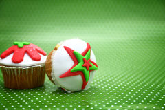 Festive Christmas cupcakes o Royalty Free Stock Images