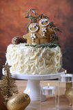 Festive Christmas white chocolate cake with gingerbread men cook Royalty Free Stock Photo