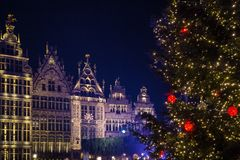 Free Festive Lights And Christmas Tree On The Main Square Of Antwerpen Royalty Free Stock Images - 135999119