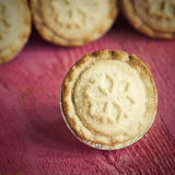 Festive shortcrust pastry mince pies. A sweet mince pie, a tradi Royalty Free Stock Photos