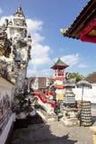 Festively dekorerad hinduisk tempel, Nusa Penida Toyopakeh, prov _ Indonesien Arkivbild