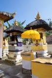 Festively dekorerad hinduisk tempel, Nusa Penida Toyopakeh, prov _ Indonesien Arkivfoto