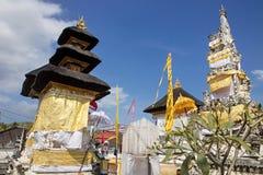 Festively dekorerad hinduisk tempel, Nusa Penida Toyopakeh, prov _ Indonesien Royaltyfria Bilder