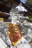Festively dekorerad hinduisk tempel Pura Ped, i Nusa Penida-Bali, Indon arkivfoto