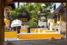 Festively dekorerad hinduisk tempel Pura Ped, i Nusa Penida-Bali, Indon arkivfoton
