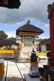 Festively dekorerad hinduisk tempel Pura Ped, i Nusa Penida-Bali, Indon fotografering för bildbyråer