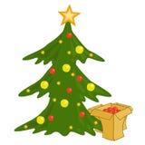 Festively dekorerade julgran och askar med gåvor Arkivbild