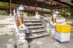 Festively dekorujący Hinduskiej świątyni Pura Ped w Nusa Bali, Indon obraz stock